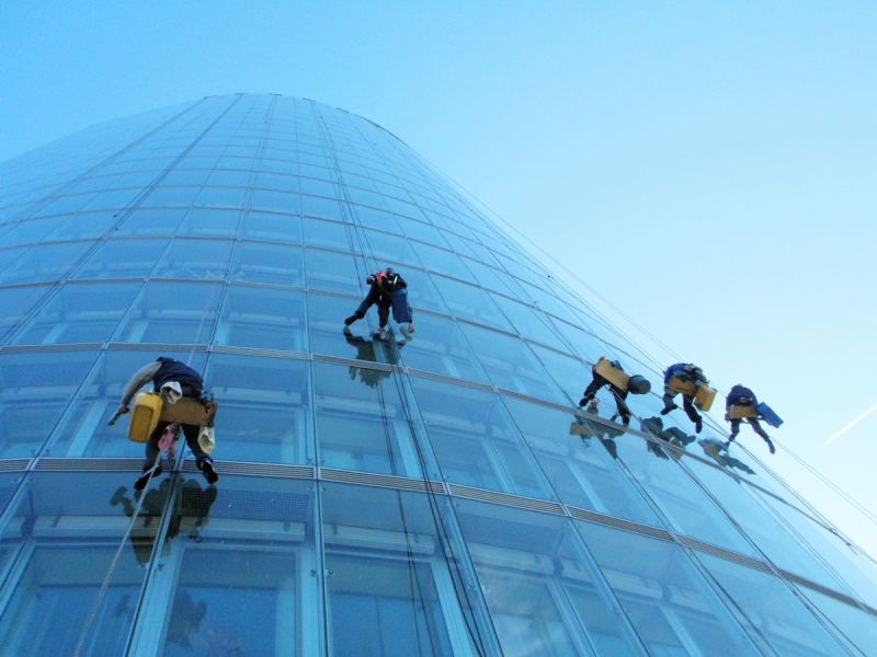 Umývanie okien skleneného opláštenia